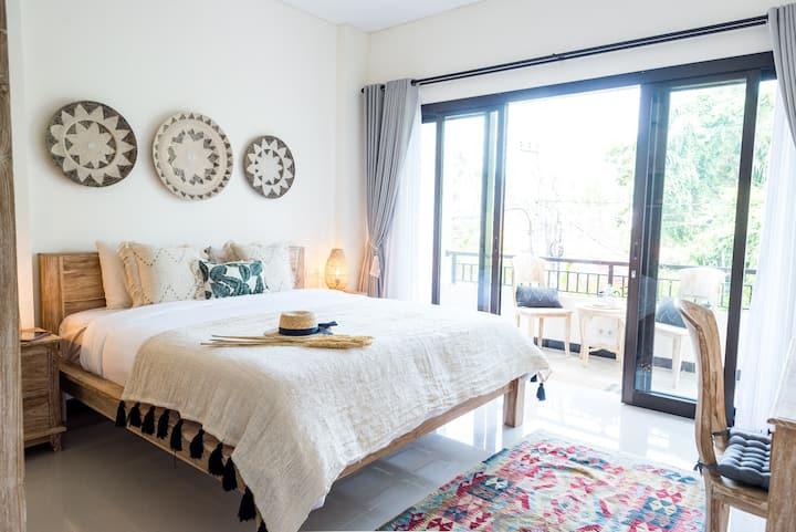 Studio Flat w/ Private Kitchen & Balcony, by beach