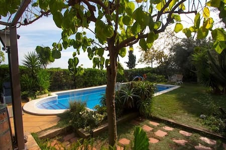 Joyful Costa Dorada getaway for up to 16 guests, just 2km from the beach! - Costa Dorada