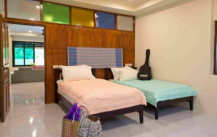 One bedroom with separate beds