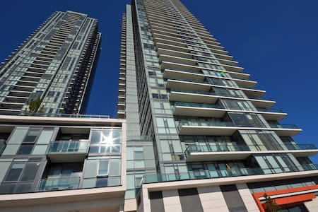 Luxury Condo by Square-One w/ Gym, Pool, Sleeps 8! - Mississauga