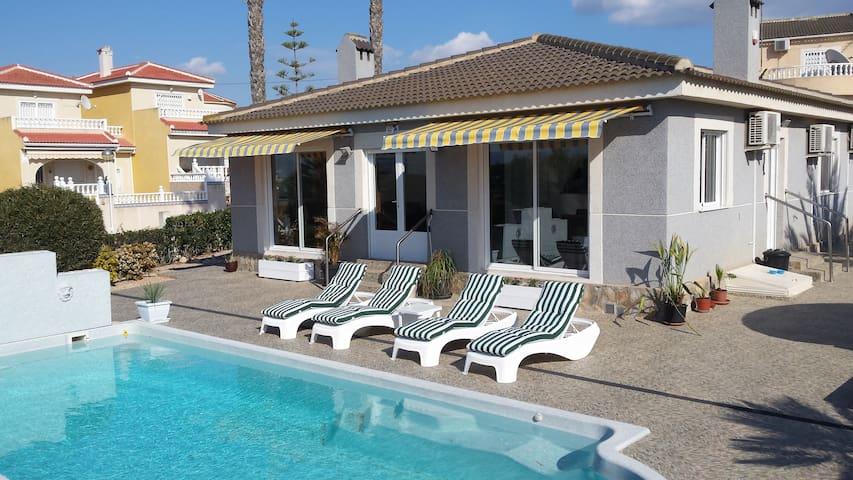 Maison privé  3 ch  piscine wifi clim plage 10 km