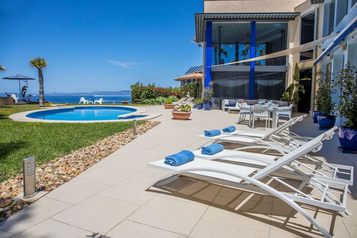 Seafront Villa with panoramic views