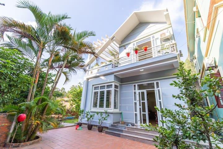 LocalHouse- Charming Quiet 3BR Green & Garden View