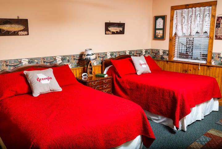 Mountain Aire Cottages & Inn - The Lake View Room