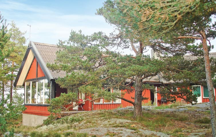 Holiday cottage with 4 bedrooms on 140 m² in Stavsnäs