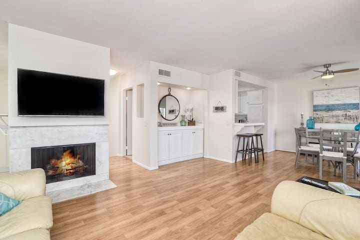 Fun & Relaxing Townhome just steps from the beach!