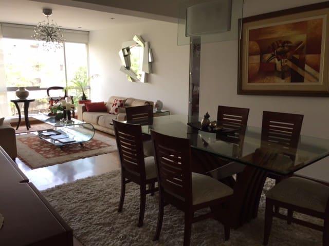 Habitación acogedora en el corazón de Miraflores.