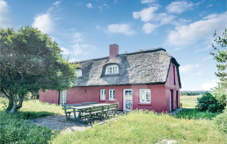 Holiday cottage with 4 bedrooms on 176m² in Brovst