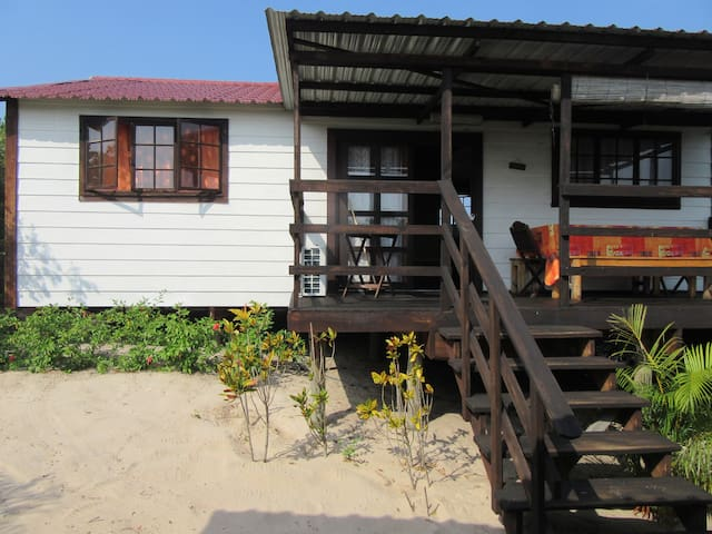 Wooden house with a/c in the Macaneta dunes