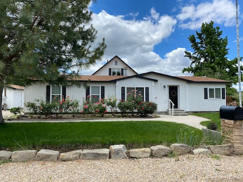 3 Bedroom House in Downtown Eagle