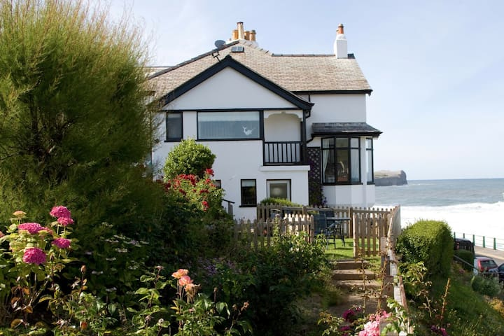 Sunnybank - Sandsend, Whitby, North Yorkshire