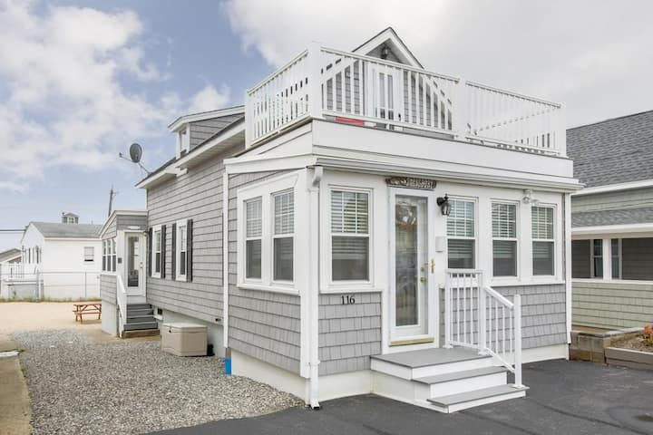 Cute Single Family Home just Steps to the Beach!