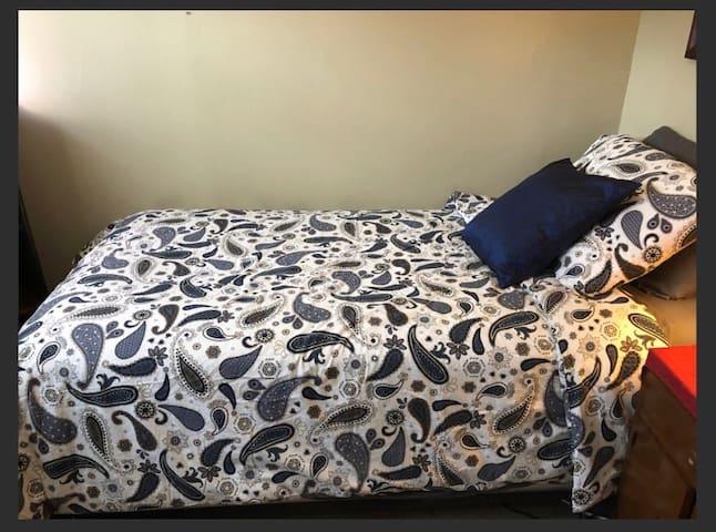 Solo Snug Room