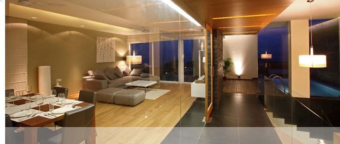 Luxurious Waterfront Condo in Goa!! - Holy Cross Colony - Appartement