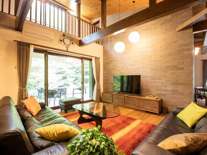 「新築別荘一棟貸し」民泊、最大12名、神戸一里山別邸、BBQ、カラオケ大ホールあり。