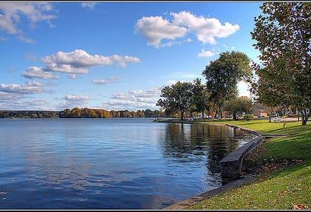 Lakeside Summer Cottage - Edinboro - Hus