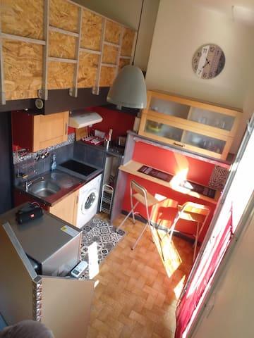 Un studio duplex avec Terrasse et clim .