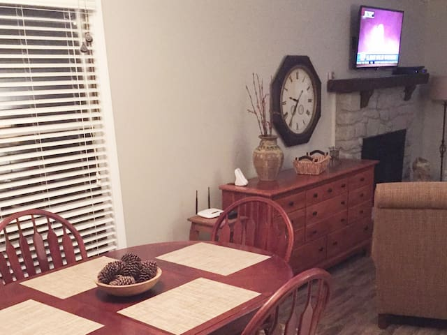 Dining area seats 6, has a table and 4 chairs along with 2 stools that pull up to the counter
