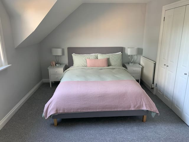 ❤Newly renovated king sized room❤