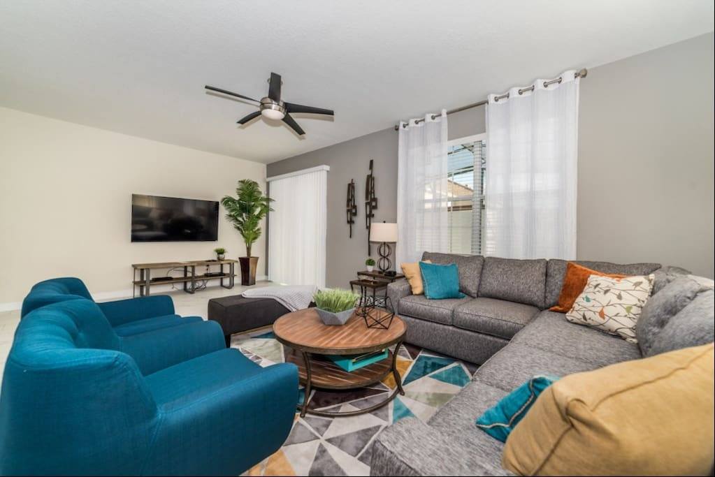 Couch, Furniture, Chair, Indoors, Living Room