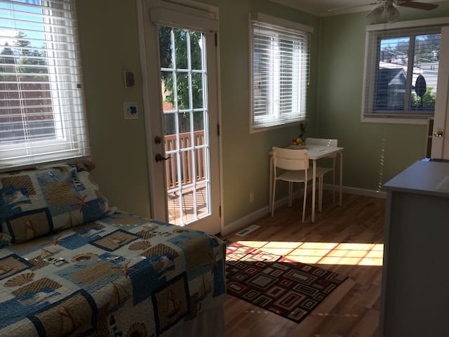 Room w/Private Bath & Entrance - Albany - Casa
