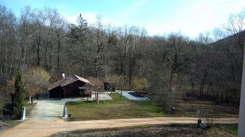 Chalet Fagarè, in Woods, btwn Asolo and Prosecco