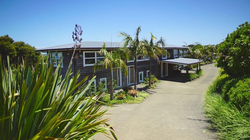 The Lodge Waiheke Island sleeps 22