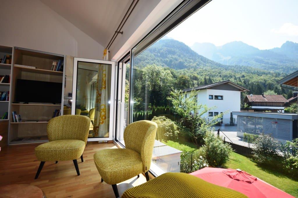 Wohnzimmer mit Untersbergblick