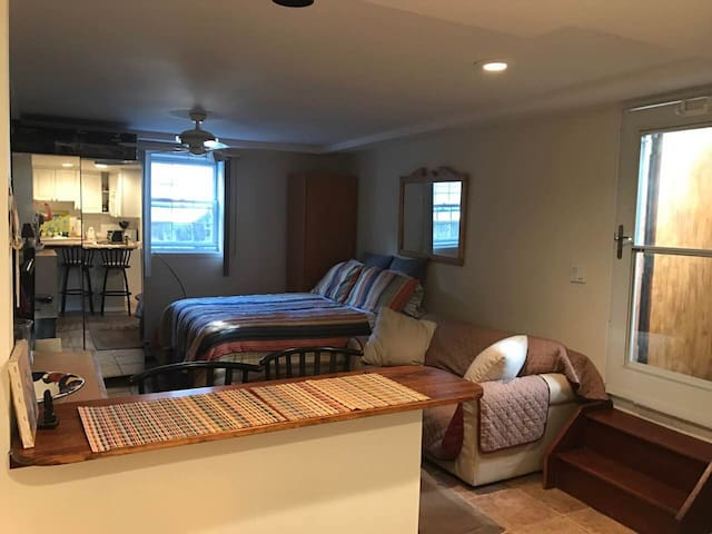 Spacious private room very close to New York City - Cliffside Park - House