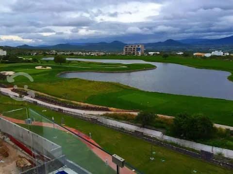 Depto increíble con vistas al lago y campo de golf