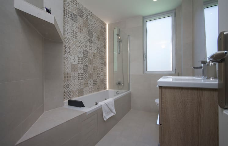 Rooms 6&7 bathroom with Jacuzzi tub.