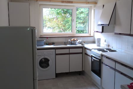 Portsmouth Southsea small single room - Townhouse