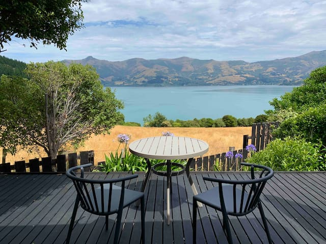 Akaroa harbour view studio, bright clean & cosy
