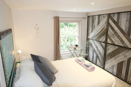 Double ensuite with Breakfast and Garden Views