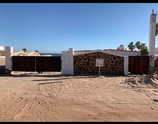 Amplia casa rústica junto a la Playa Huatabampito