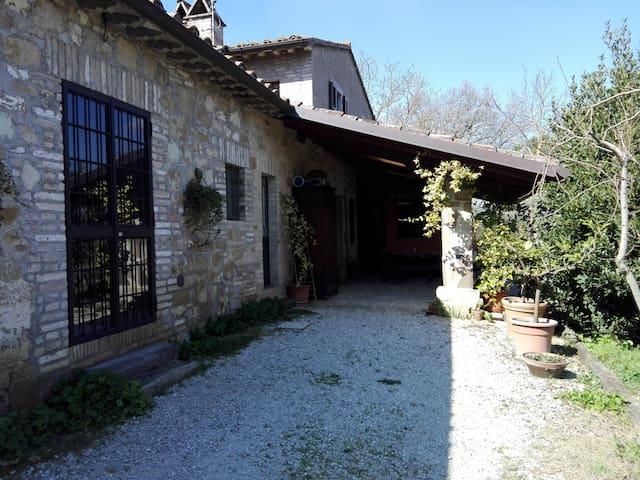 Casa immersa nel verde - Perugia - Hus