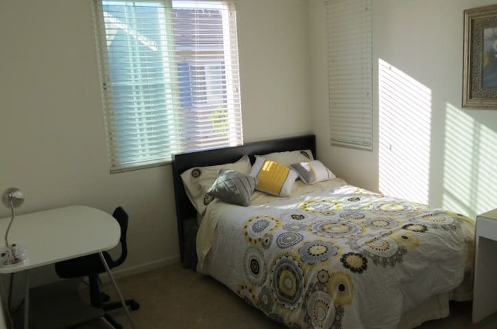 $1290/M clean room in New house3# - Hayward - Σπίτι