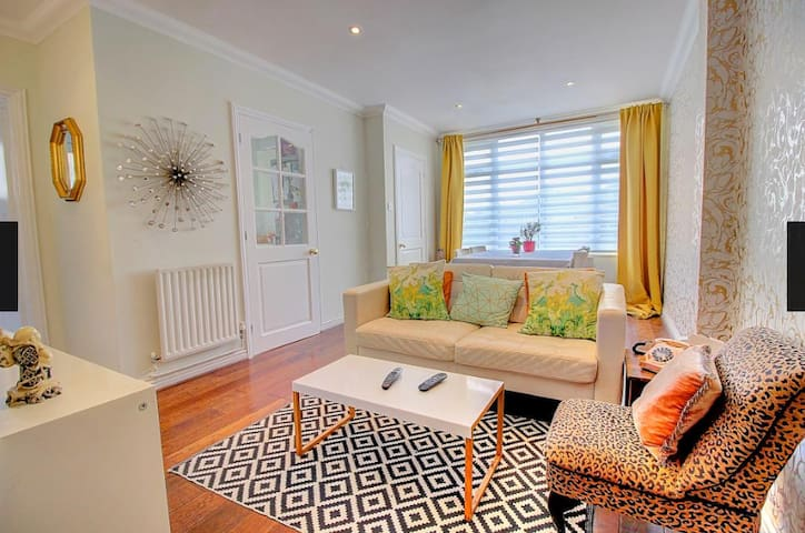 Spacious and Stylish One Bedroom Garden Flat!