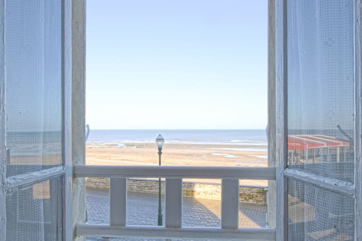 SEAFRONT APARTMENT IDEAL FOR A FAMILY