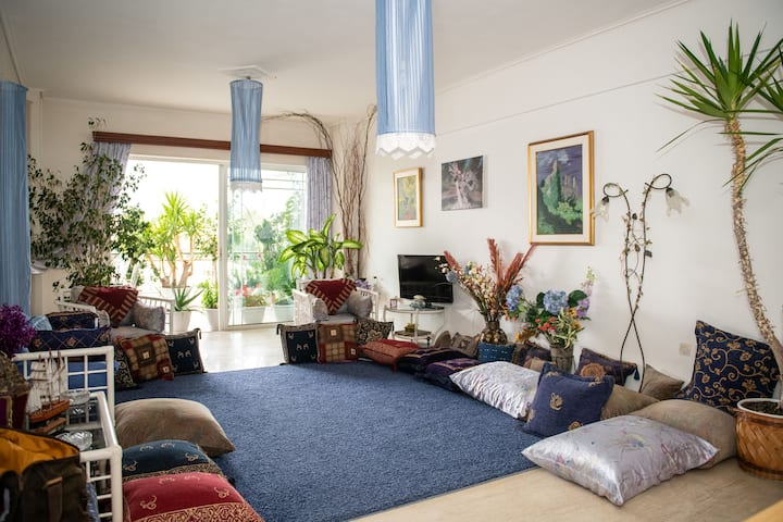 Bright comfy flat near the beach & the city center