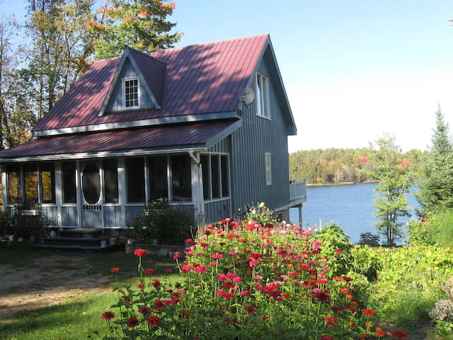 Waterfront Retreat-Weekly Rental - Chapeau - Cabin
