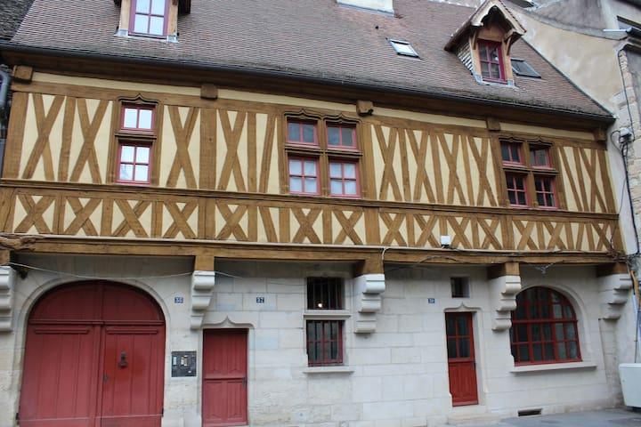 Maison Jeannin / Antiquaires - Dijon - House