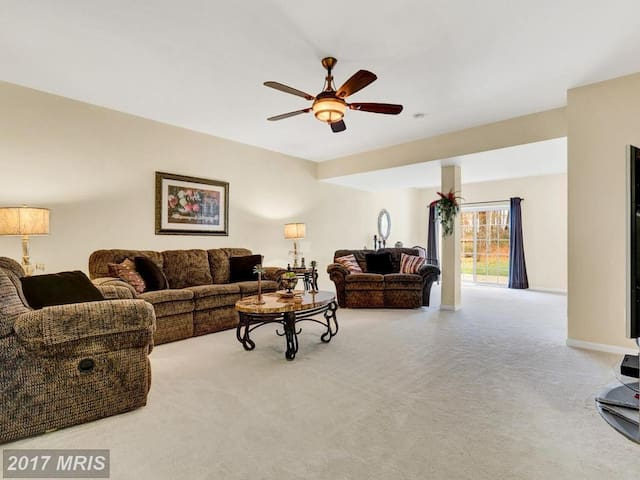 Large, Cozy, and Private  Basement Apartment