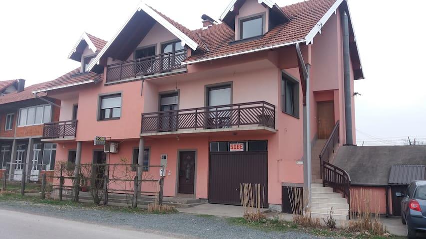 Sobe-Rooms Amira 2 - Dubrave Gornje - Casa