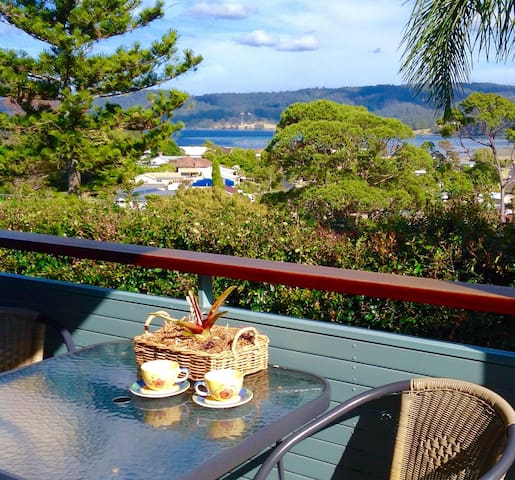 LOCATION LOCATION! - WATER VIEWS - SUNNY APARTMENT - Narooma - Lägenhet