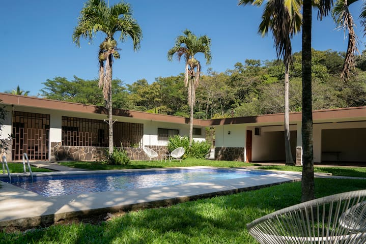 House in Finca Cola Blanca! 15min from airport