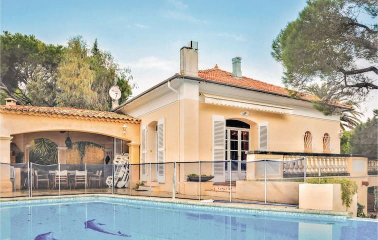 Holiday apartment with 2 bedrooms on 110m² in Sainte Maxime