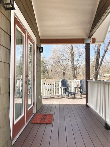 ~Sunny Hideaway in Great Location~ Huge Deck! - Colorado Springs - Dům