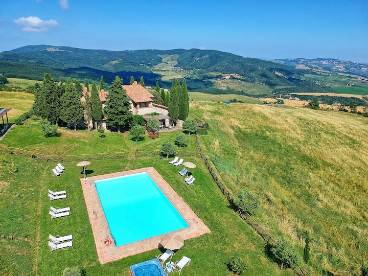 Casale Santa Francesca - Country Villa with swimming pool in Orcia Valley, Tuscany