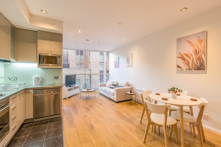 Classy 2 bedroom Apartment in Central City Pad
